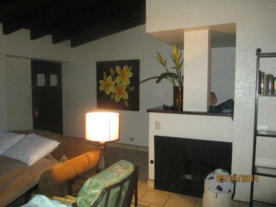 La Paloma Resort: Living area / fireplace