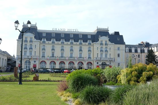 Le Grand Hotel Cabourg - MGallery Collection : Front of Hotel