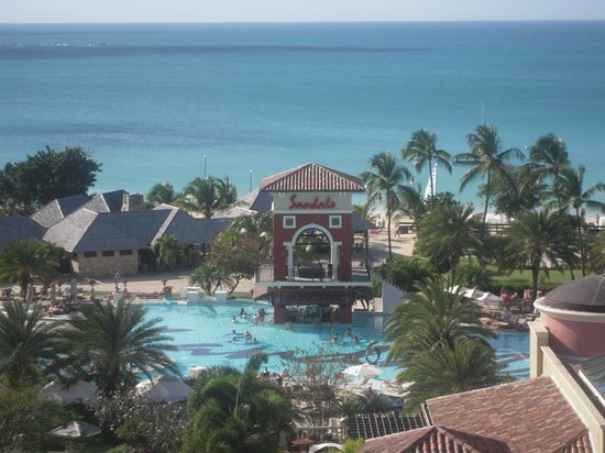 Sandals Grande Antigua Resort & Spa : The Mediterranean pool taken from Cypress Tower.