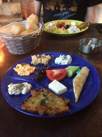 Cafe Leon: Great plate of meze