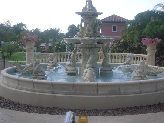 Sandals Grande Antigua Resort & Spa: Fountain by Cypress Tower
