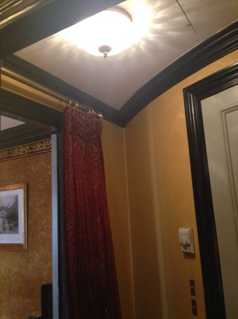 L'Hotel: Foyer
