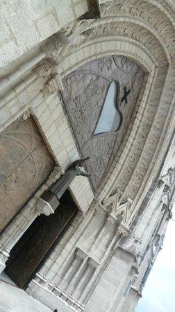 Basílica del Voto Nacional: Вид снаружи