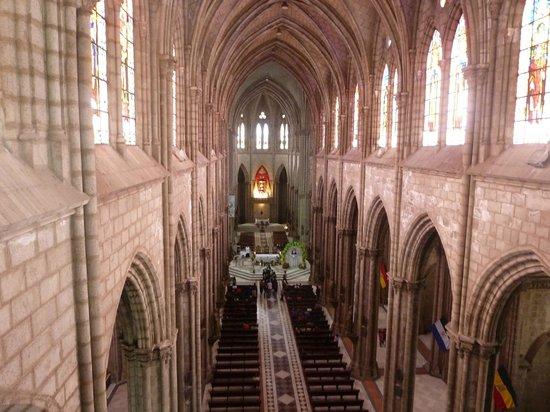 Basílica del Voto Nacional: Базилика внутри