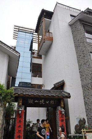 Guanshanyue Honeymoon Mansion: Front of building