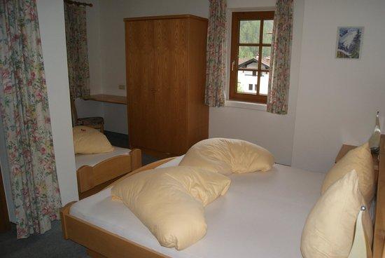 Hotel Zum Hirschen: Schlafzimmer mit drei Betten