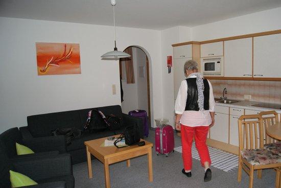 Hotel Zum Hirschen: Das Wohnzimmer im Apartment