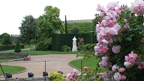 Chateau d'Amboise: Grounds and Leonardo's Statue