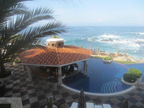 Hacienda Encantada Resort & Residences : Swim up bar