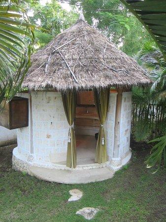 La Joya, Villa & Bungalows: outdoor shower