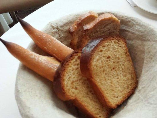 Bread bast baguette sour dough walnut bread picture of for Au jardin les amis restaurant singapore