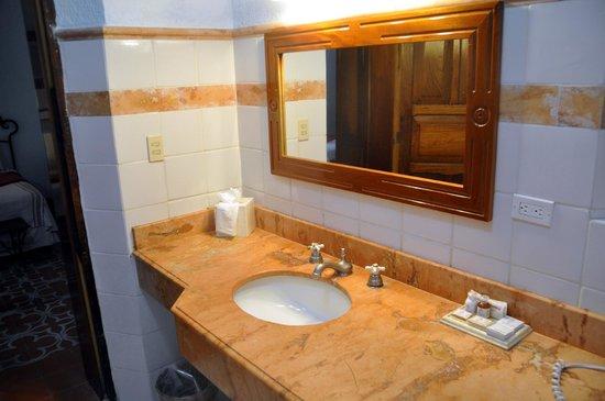Hotel Hacienda Uxmal Plantation & Museum: Bathroom