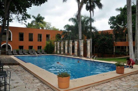 Hotel Hacienda Uxmal Plantation & Museum : Pool