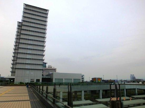 Kansai Airport Washington Hotel: View of Hotel from Rinku Town subway station