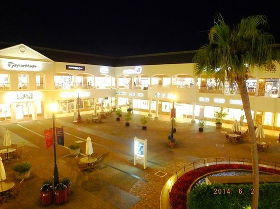 Kansai Airport Washington Hotel : Premium Outlets