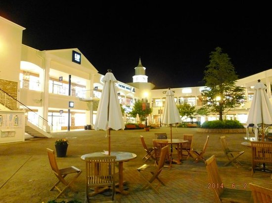 Kansai Airport Washington Hotel: Premium Outlets