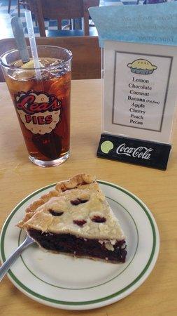Lea's Lunchroom: Dewberry Pie