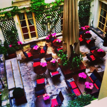Hotel d'Aubusson : View from the room to the inner courtyard