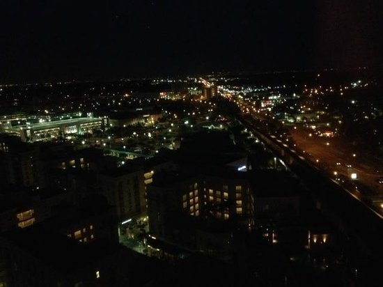 Miami Marriott Dadeland: nighttime view from room