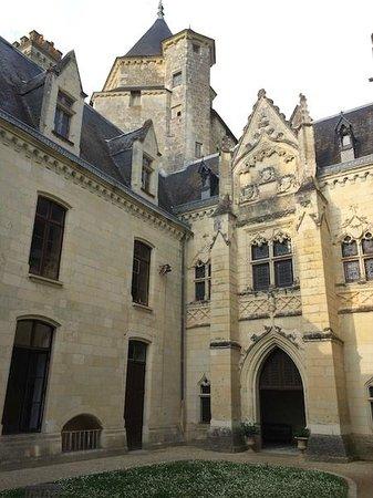Chateau de Ternay: Cour intérieure