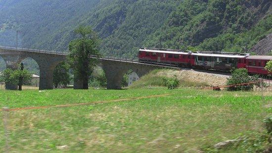 Bernina Express : il rosso treno va....