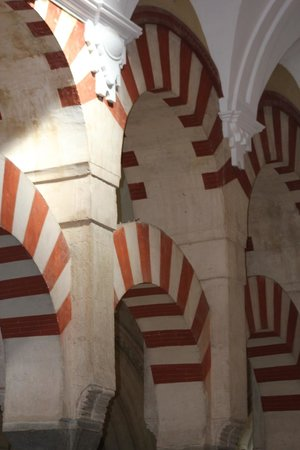 Mezquita-Catedral de Córdoba: The bi-level pillars that show the Moorish influence
