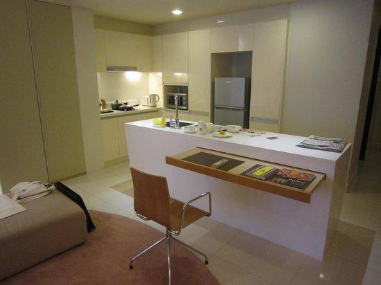 PARKROYAL Serviced Suites Kuala Lumpur: open kitchen