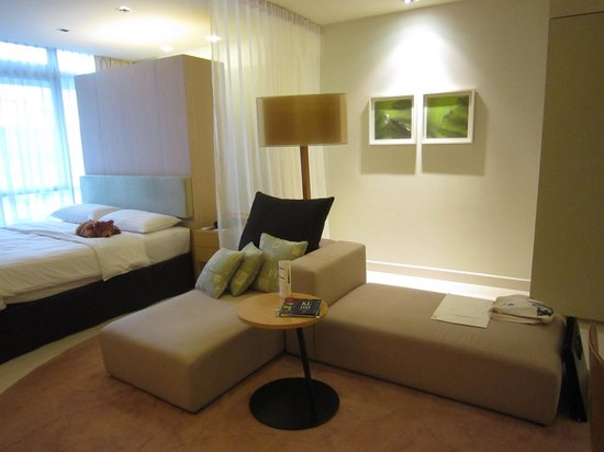 PARKROYAL Serviced Suites Kuala Lumpur: reading beds
