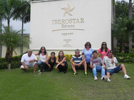 Iberostar Bavaro Suites: Despedida del hotel, el grupo completo!!