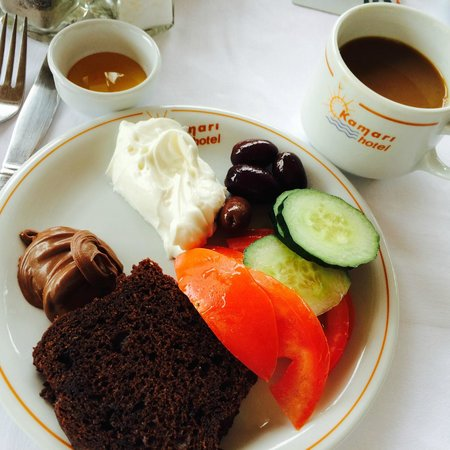 Hotel Kamari: Breakfast with chocolate bread & nutella! Oh My!