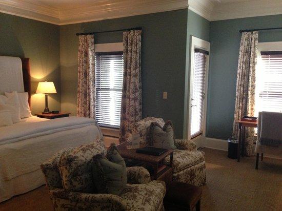 The James Madison Inn: Beautiful room