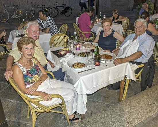 Trattoria Sorelle Picchi: Here we are, having great time!