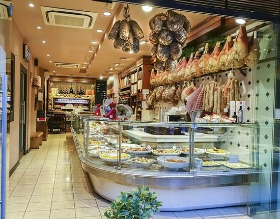 Trattoria Sorelle Picchi: Inside view. One can also just come and take out.