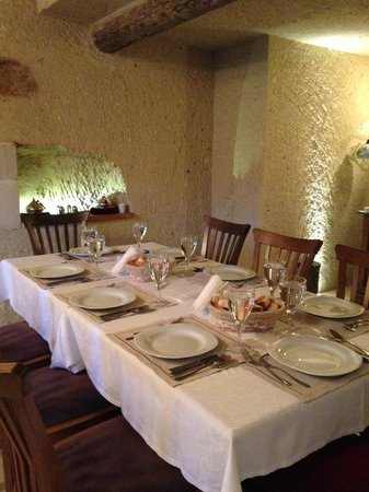 Tafoni Houses: We loved eating in the intimate dining room