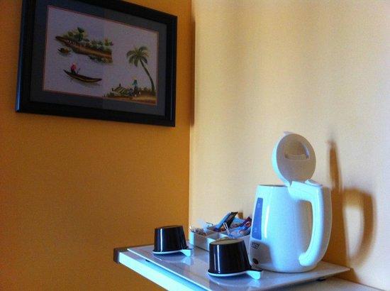 Hotel Sainte Bernadette : Plateau courtoisie