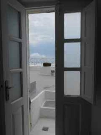 Thea Apartments - Imerovigli: Cave suite view