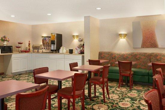 Ramada Hazleton : Breakfast Area