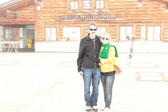 Zugspitze: Pai e mãe curtindo o espaço voltado aos turistas