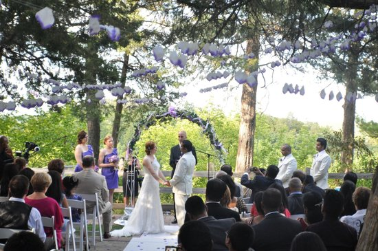 Starved Rock Lodge Conference Center Outdoor Wedding At S Sunrise Shelter