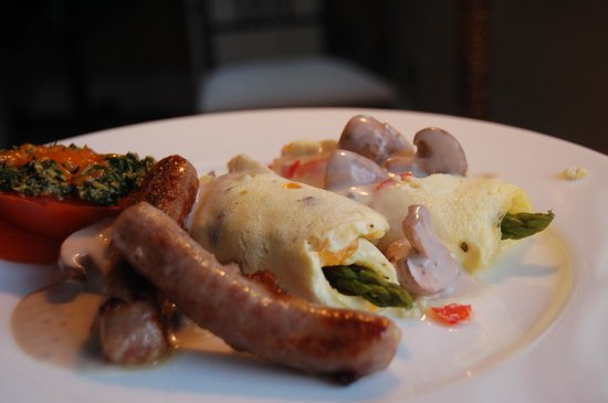 A Muskoka Dream Catcher Bed and Breakfast: rolled egg