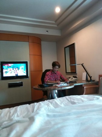 Pan Pacific Manila : Good TV and desk