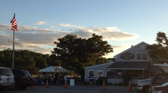 Ralph's Fishing Station: Outdoor :  dining with live music