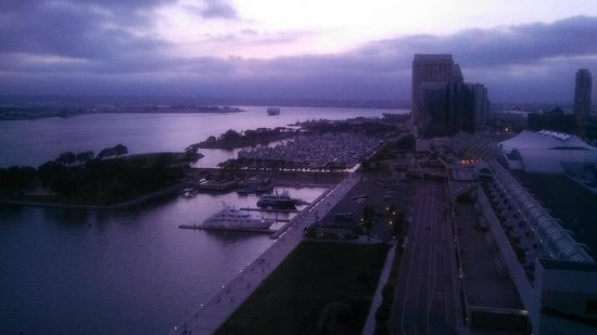 Hilton San Diego Bayfront: Gorgeous sunset view from my room