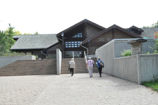 Starved Rock Lodge & Conference Center: Visitor Center at Starved Rock State Park
