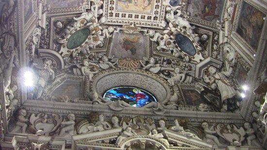 Santuario della Beata Vergine di Tirano: altro scorcio interno