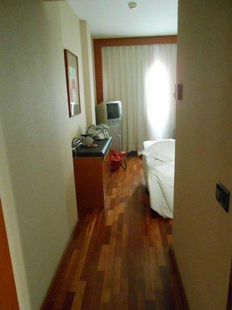 Hotel H2 Jerez: Entrada habitación