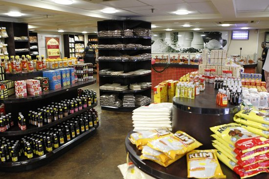 The Spice Emporium, Durban: Spacious and airy, shopping is made easy.