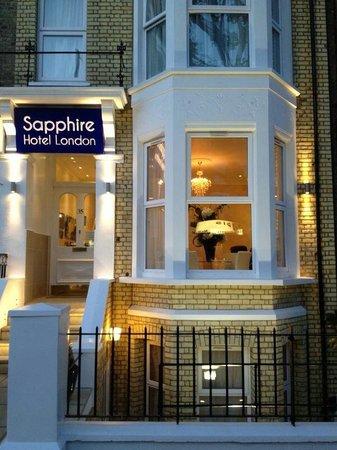 Sapphire Hotel London : Door to paradise