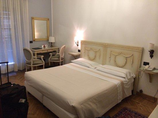 Metropole Suisse Hotel : Bedroom
