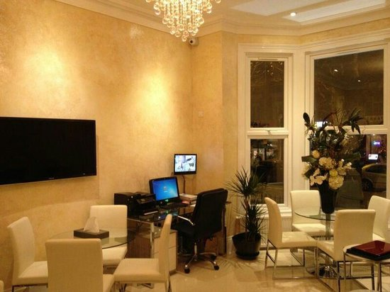 Sapphire Hotel London: The front office is very comfortable also
